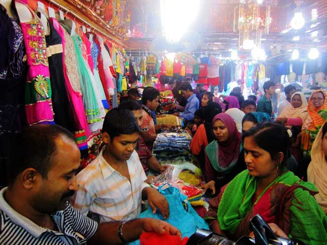 Last moment Eid shopping rush started in Barisal
