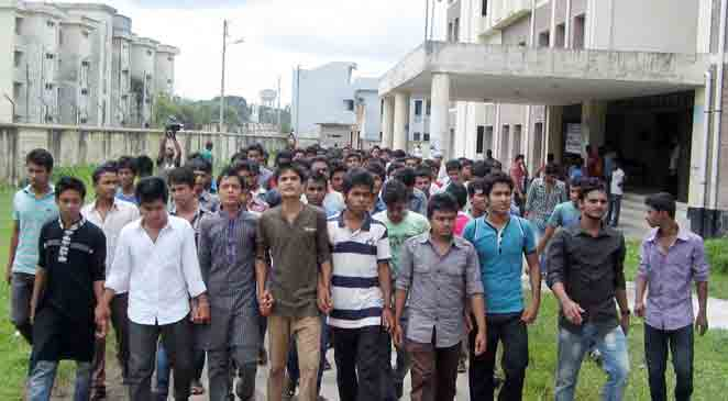 Students of Barisal Health Technology Institute forming human chain held demonstration protesting attack of outsiders