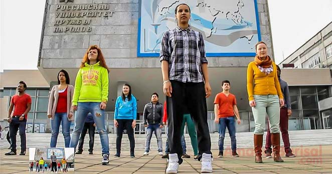 mosco-russia-t20-flash-mob এবার মস্কোয় 'চার ছক্কা হই হই'