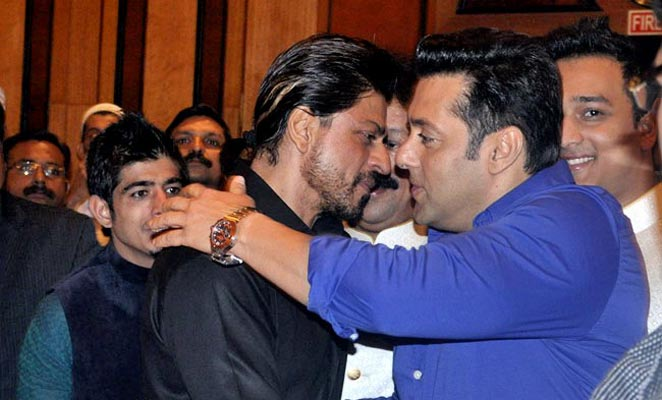 SRK & Salman repeat famous hug at iftaar party