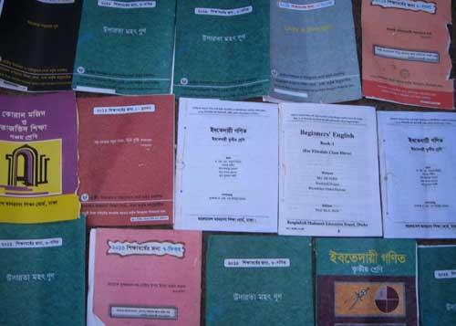 সরকারি বই বিক্রিকালে মাদ্রাসার সুপার আটক