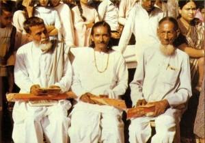 bangla-academy-honour-araj-ali-matubbar বাংলা ১৩৯২ সালের ১লা বৈশাখ নববর্ষে বাংলা একাডেমী আরজ আলী মাতুব্বরকে আজীবন সদস্য পদ প্রদান করে সংবর্ধনা জ্ঞাপন করে বাংলা একাডেমি। ছবিতে সর্বডানে আরজ আলী মাতুব্বর।