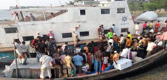 sea-truck-danger-zone-barisal মনপুরা সী-ট্রাক মেঘনা-তেঁতুলিয়ায় সাত মাস ছোট নৌযান চলাচল নিষিদ্ধ