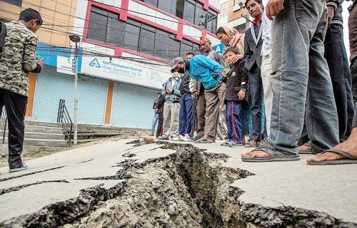 নেপালে ভূমিকম্পের ৮ দিন পর তিনজন জীবিত উদ্ধার
