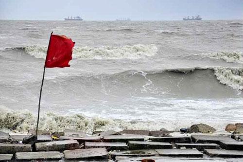 storm-sea-port-dangerous-signal-bipod-sonket বিপদ সংকেত ঝড় নিম্নচাপ লঘুচাপ ঘূর্ণিঝড় সাইক্লোন