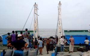 ভোলা-লক্ষ্মীপুর ফেরির 'বন্ধ-স্বচল' খেল