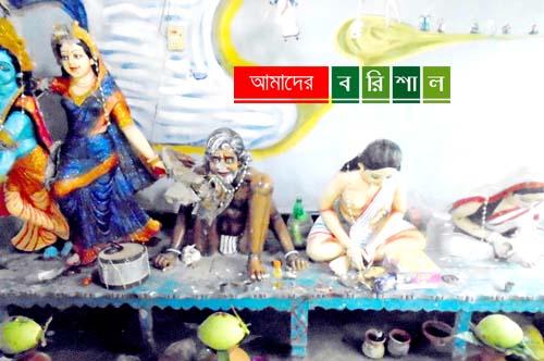 আগৈলঝাড়ায় মন্দিরের বিগ্রহ ভাঙচুর