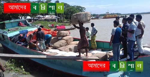 বাবুগঞ্জে ৩ কোটি টাকার ভারতীয় কাপড়সহ ট্রলার আটক