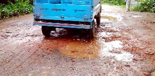 খানাখন্দে বেহাল আগৈলঝাড়া-খুলনা মহাসড়ক
