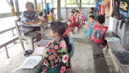 পিরোজপুরে ১০ টাকার বিদ্যালয়