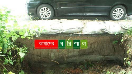 বাবুগঞ্জে ঢাকা-বরিশাল মহাসড়কে মরণ ফাঁদ