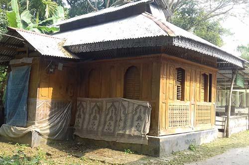 বিশ্বের একমাত্র পিরোজপুরের দৃষ্টিনন্দন 'কাঠ মসজিদ'