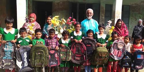 কাউখালীতে শিক্ষার্থীদের মধ্যে স্কুল ব্যাগ বিতরণ