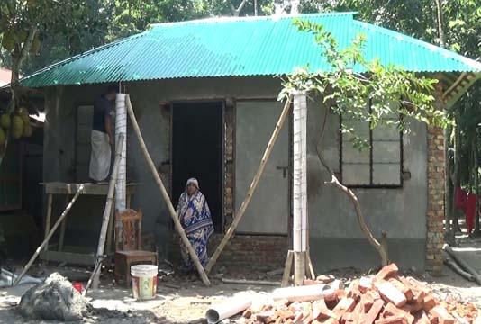 ভোলায় ১০১ গৃহহীন পরিবার দুর্যোগ সহনীয় ঘর
