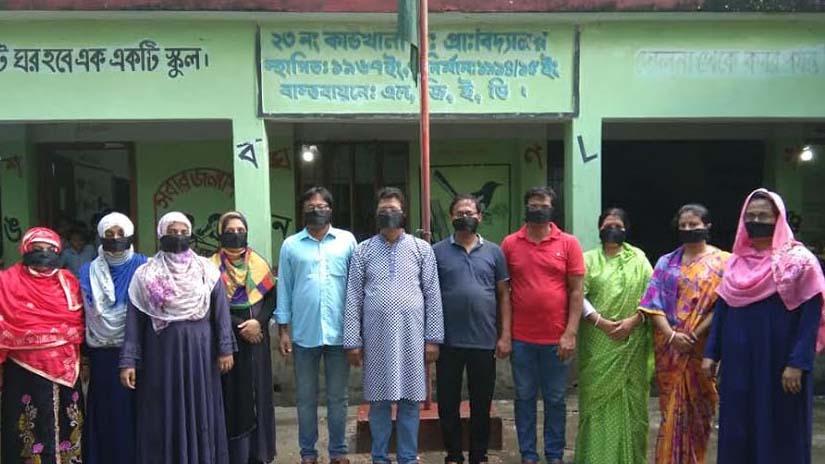 কাউখালীতে মুখে কালো কাপড় বেঁধে শিক্ষকদের প্রতিবাদ
