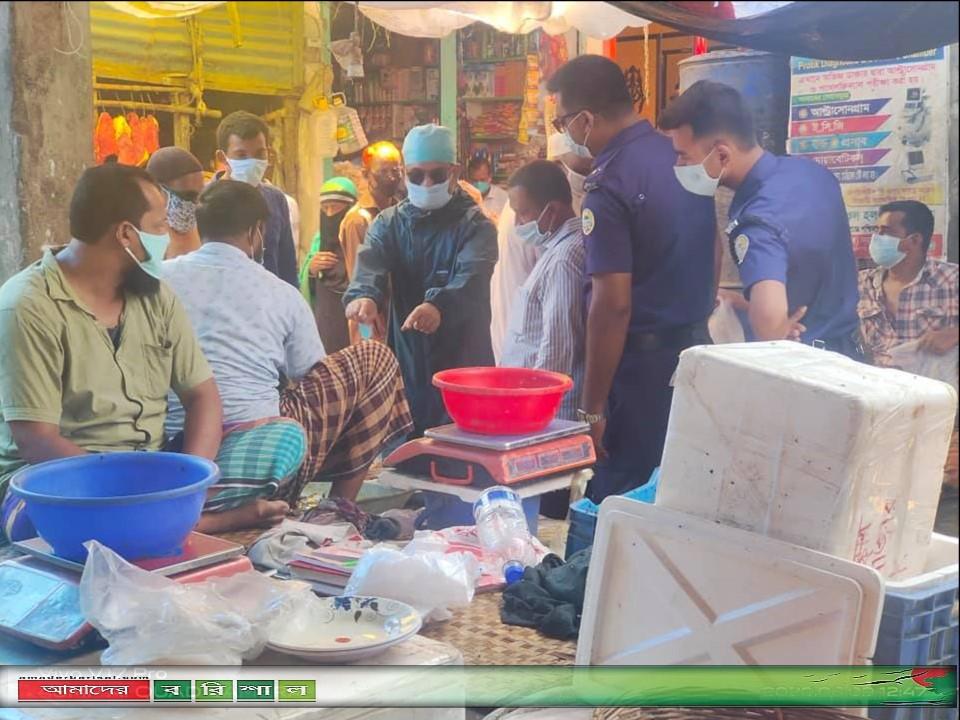 গৌরনদীতে স্বাস্থ্যবিধি না মানায় ভ্রাম্যমান আদালতের জরিমানা