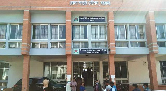 বরগুনা পৌরসভা নির্বাচন : কেন্দ্রে যাচ্ছে ভোটের উপকরণ