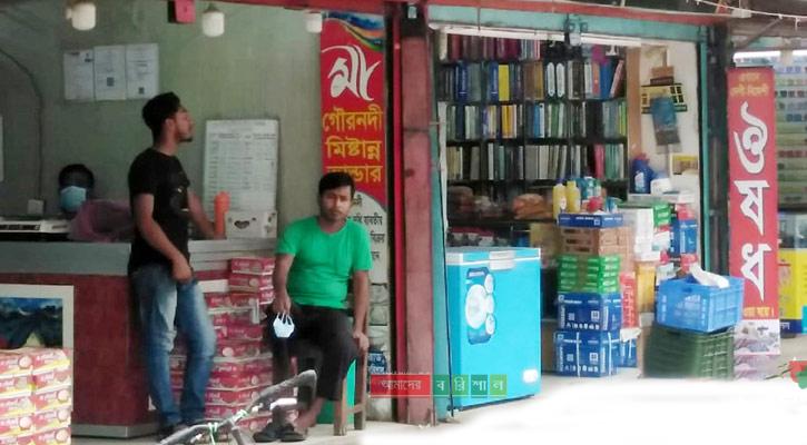 বরিশালে দোকানপাট খোলা, নেই স্বাস্থ্যবিধির বালাই